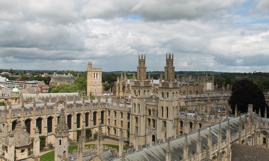 Where is oxford university located